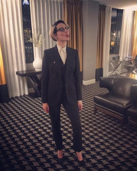 Le costume, une tenue qui va décidément bien à Evan Rachel Wood