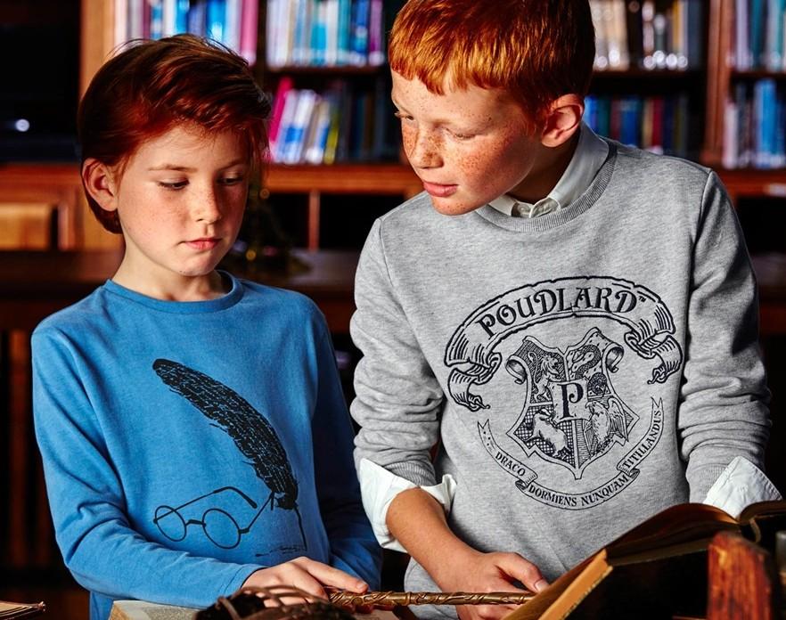 """Si vos enfants découvrent la magie de """"Harry Potter"""", Cyrillus vient de sortir une collection entièrement dédiée au monde des sorciers (34 € le sweat)"""