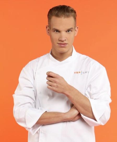 """Maximilien Dienst, 23 ans, chef de cuisine du restaurant 1 étoile au Michelin, """"Les pieds dans le plat"""", Hotton (Belgique)"""