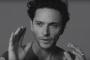 """Raphaël dans le clip de """"Personne n'a rien vu"""""""