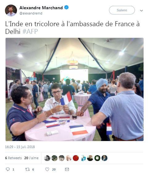 Les supporters français fêtent la victoire en Inde le 15 juillet 2018