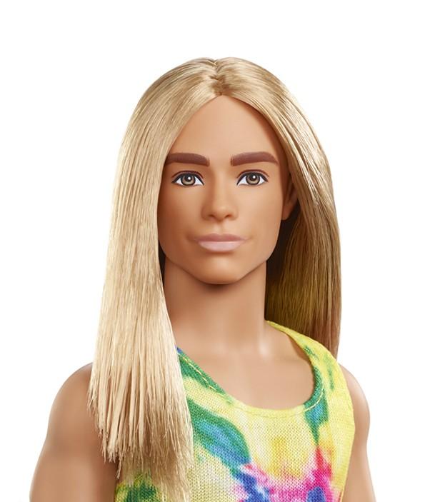 Ken aux cheveux longs, disponible en points de ventes