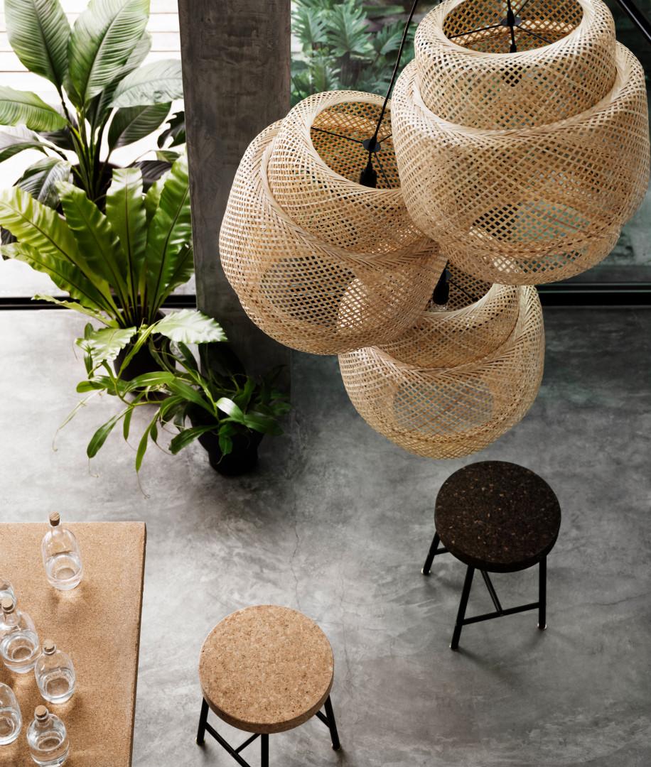Des tabourets en liège, de la collection Sinnerlig, chez Ikea