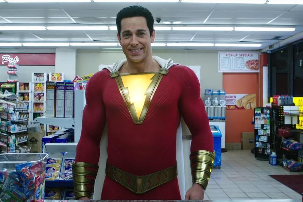 Zachary Levi dans le costume de Shazam