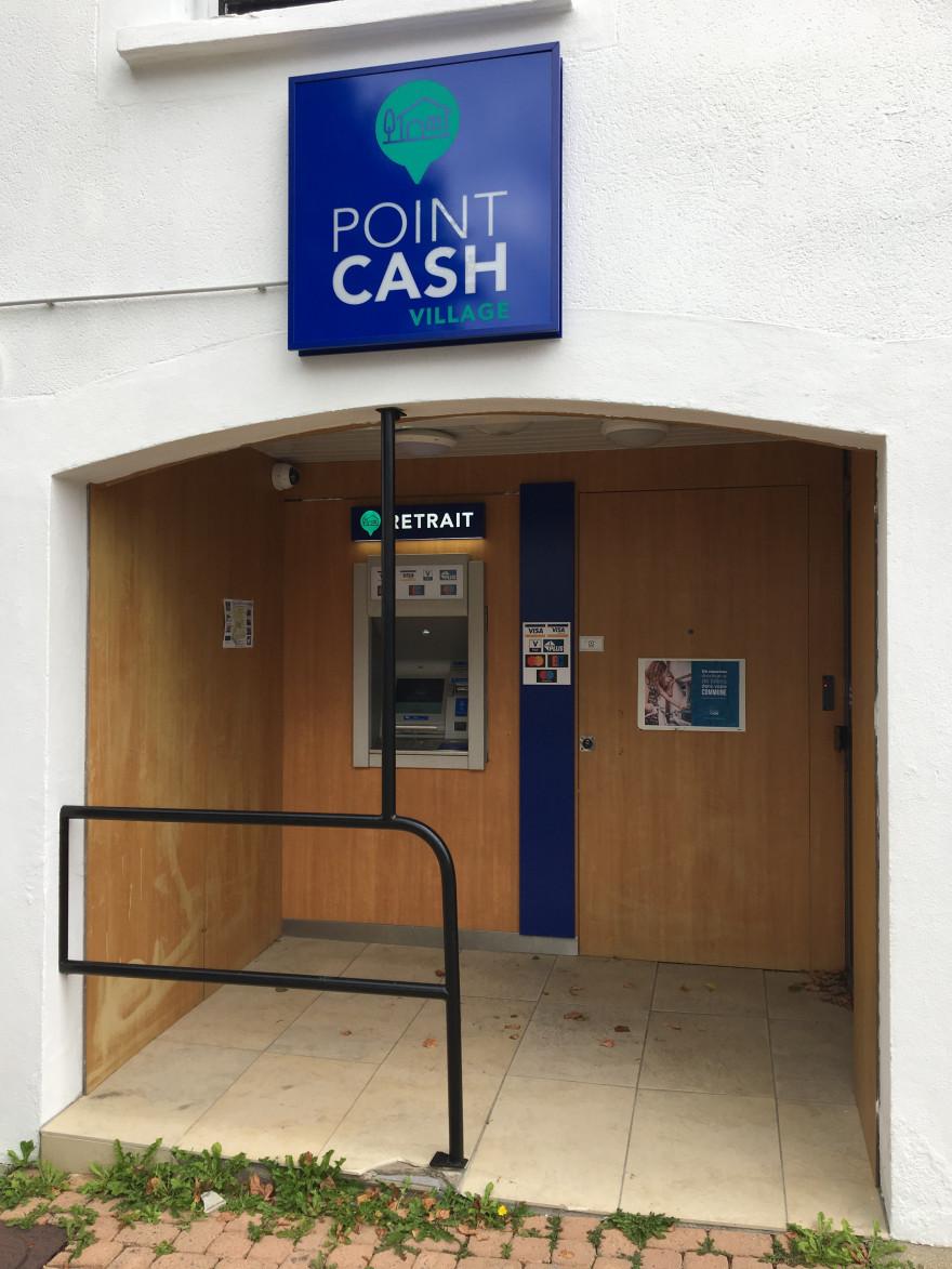 Le premier distributeur de billets sans banque à Locmaria-Plouzané en Bretagne