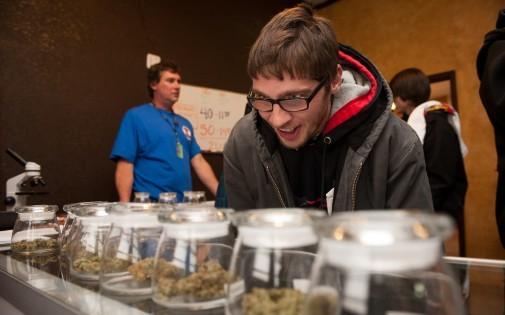 Tyler Williams a fait la route depuis l'Ohio pour venir acheter légalement du cannabis dans le Colorado (illustration).