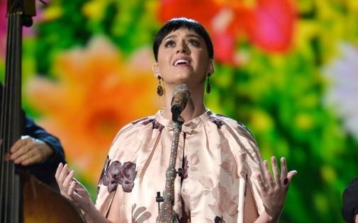 Katy Perry passe le chiffre symbolique des 50 abonnés sur Twitter.
