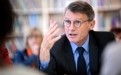 """Le ministre de l'Éducation, Vincent Peillon, demande aux politiques de '""""laisser les enfants tranquilles""""."""