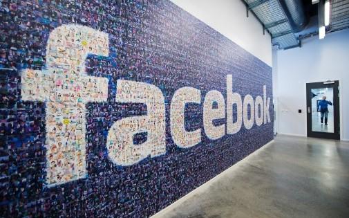 Le réseau social Facebook a été créé par Mark Zuckerberg en 2004. Il compte aujourd'hui plus d'un milliard d'abonnés à travers le monde