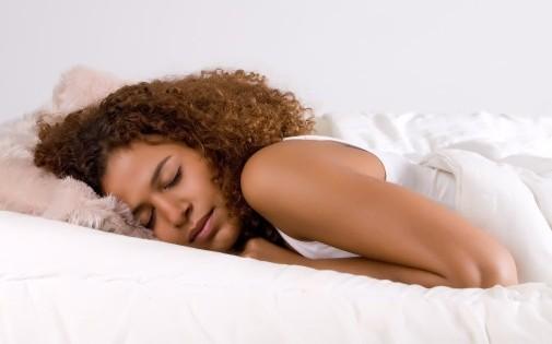 Le manque de sommeil aurait des effets néfastes sur la peau.