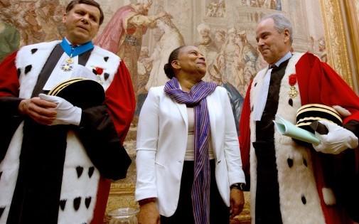 le procureur général de Paris François Falletti, la garde des Sceaux Christiane Taubira et le premier président de la cour d'appel de Paris Jacques Degrandi au palais de Justice de Paris le 9 janvier 2013.