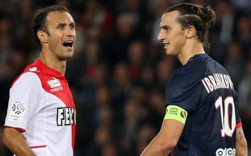 Le Monégasque Ricardo Carvalho face au Parisien Zlatan Ibrahimovic lors du match aller en septembre dernier (1-1)