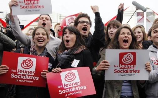 Paris, le 10 juin 2012. Pour une majorité de jeunes, l'engagement ne passe pas forcément par l'adhésion à un parti politique.
