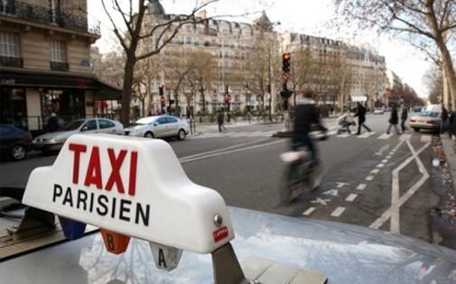 Un taxi à Paris (image d'illustration)