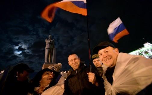 Des pro-Russes à Simferopol après le référundum sur le rattachement de la Crimée à la Russie dimanche 16 mars 2014
