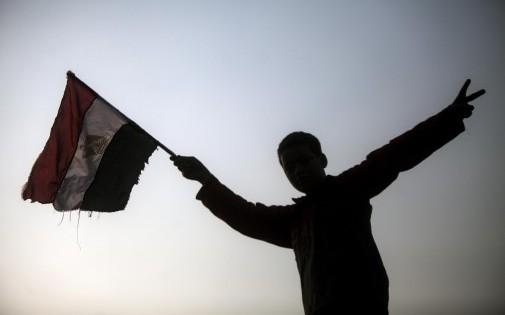Un jeune garçon porte un drapeau égyptien, le 14 janvier 2014. (archives) MAHMOUD KHALED / AFP