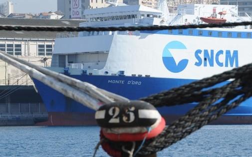 """Le ferry """"Monte d'Oro"""" de la SNCM à quai dans le port de Marseille, le 27 mars 2014."""