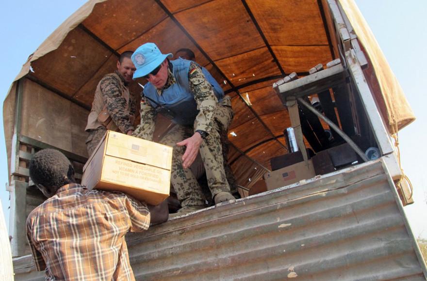 Des équipes de la mission des Nations unies au Soudan du Sud distribuent de la nourriture (archives).