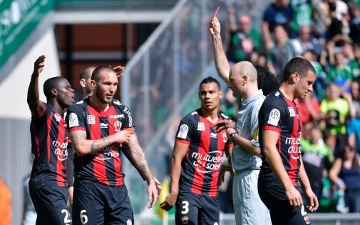 Antony Gautier exclut Didier Digard lors du match Saint-Etienne-Nice le 6 avril 2014