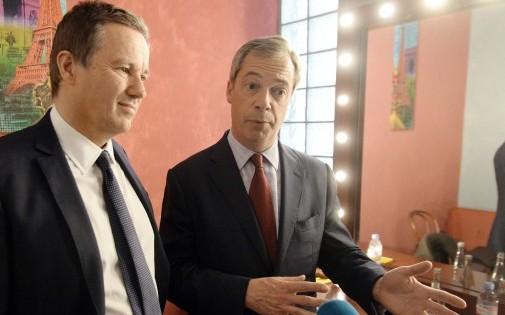 Nicolas Dupont-Aignan et le Britannique Nigel Farage à Paris le 13 avril 2014.