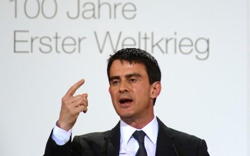 """En visite à Berlin, Manuel Valls a assuré que la France tiendrait ses """"engagements"""" en matière de réduction du déficit."""