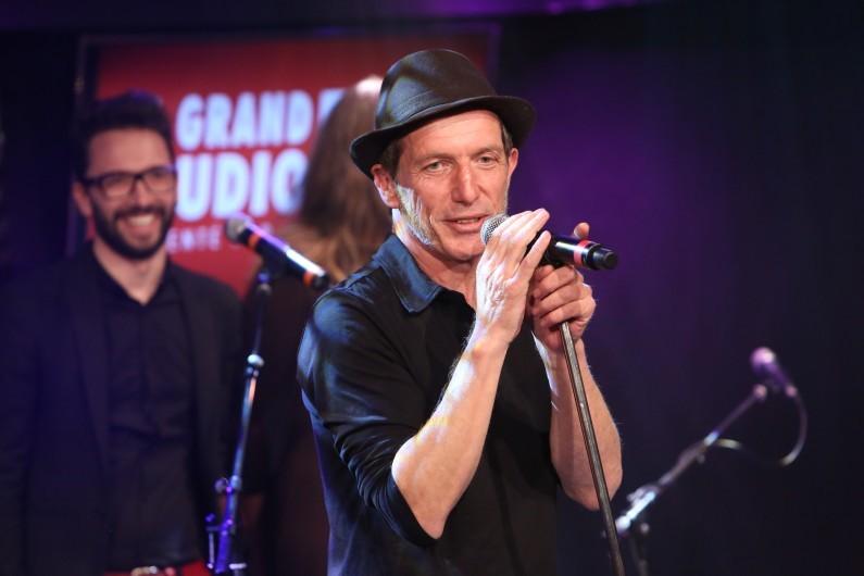 """Miossec est l'invité du """"Grand Studio de RTL"""" le 19 avril."""