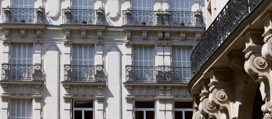 Photo d'immeubles réalisée le 06 mai 2008 à Paris.