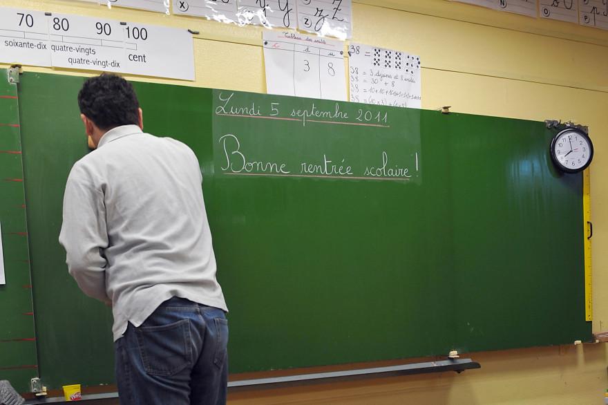 Un instituteur , le 05 septembre 2011, à l'école élementaire Moulins-Pergaud à Lille.