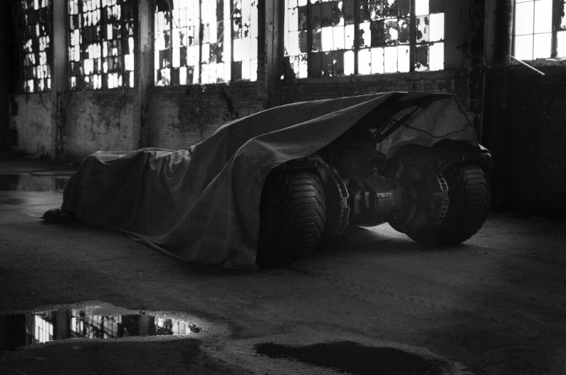 Batman vs Superman : première image de la Batmobile