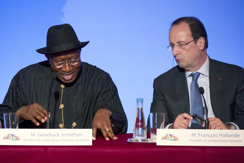Le président nigérian Goodluck Jonathan et François Hollande à Paris le 17 mai 2014. (archives)