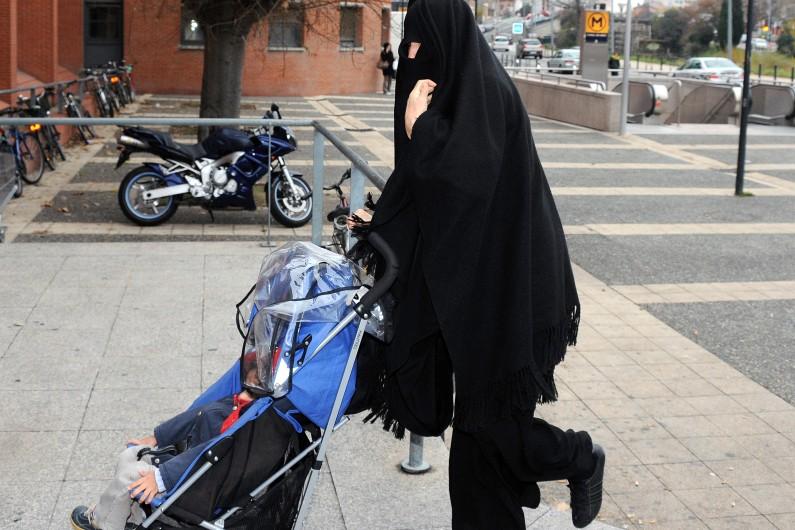 Souad, la sœur de Mohamed Merah, le 19 décembre 2012 à Toulouse (Archives)