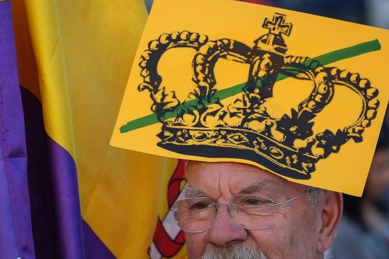Un participant à une manifestation pour l'abolition de la monarchie en Espagne, le 7 juin 2014 à Madrid