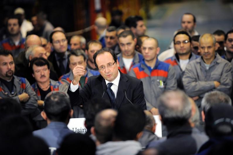 François Hollande, alors candidat PS à la présidentielle, lors d'une visite à l'usine Alstom du Creusot en décembre 2011 (image d'illustration).