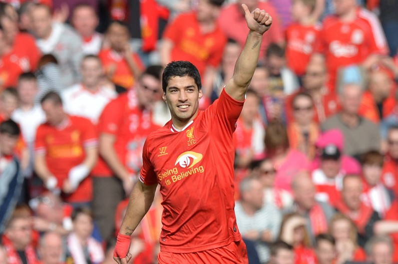Luis Suarez portant les couleurs de Liverpool lors d'un match contre Tottenham en mars 2014 (archives).