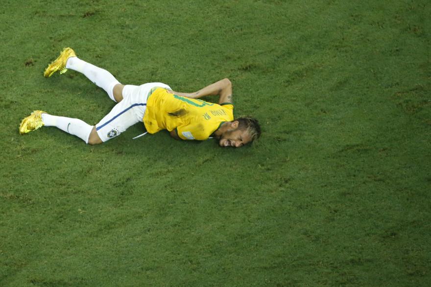 La blessure de Neymar lors du quart de finale de la Coupe du monde face à la Colombie, le 4 juillet 2014