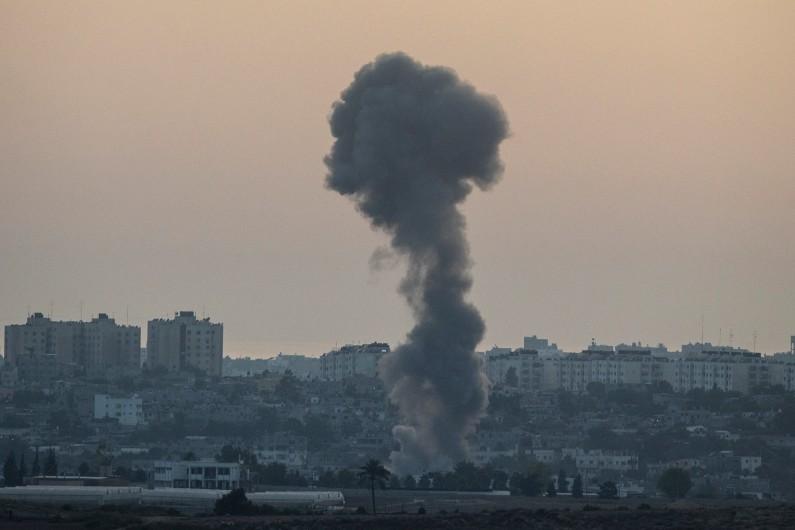 De la fumée dans le ciel de Gaza à la suite d'une frappe de l'armée israélienne, le 12 juillet 2014 (illustration).