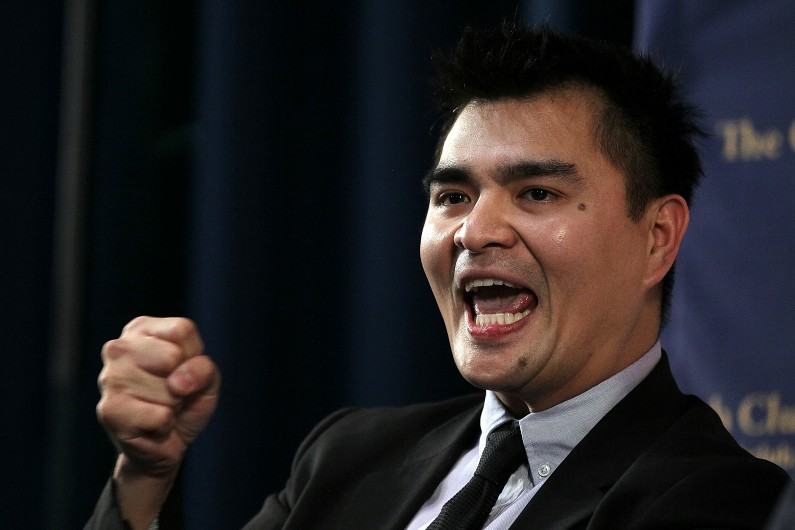 Jose Antonio Vargas, ancien reporter du Washington Post et lauréat du prix Pulitzer, lors d'un colloque en 2011 à San Francisco. Il a dissimulé pendant des années qu'il était sans-papiers.