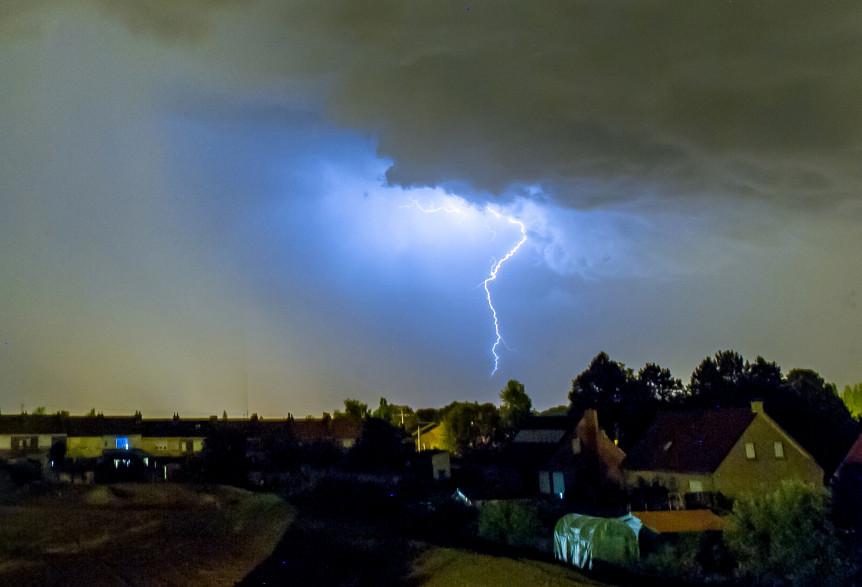 Un orage dans le nord de la France (illustration)