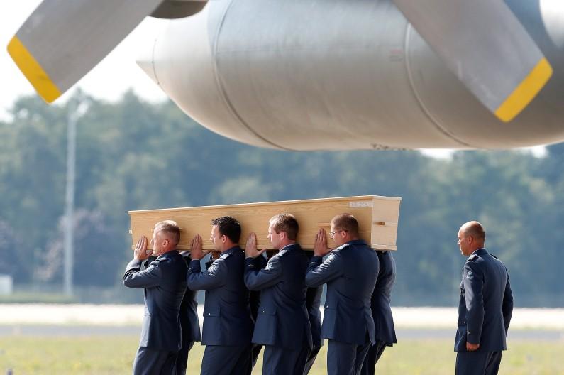 Le cercueil d'une des victimes du crash arrive aux Pays Bas, le 4 août dernier