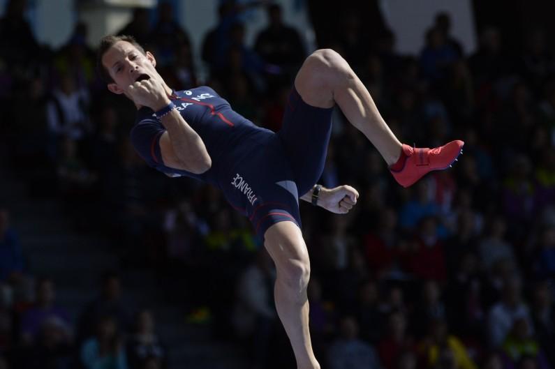 Renaud Lavillenie lors de la finale du concours de saut à la perche des championnats d'Europe d'athlétisme à Zurich le 16 août 2014.