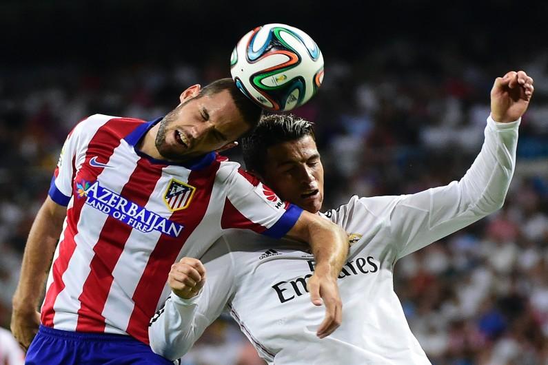 Ronaldo (Real) à la lutte avec Mario Suarez (Atletico)