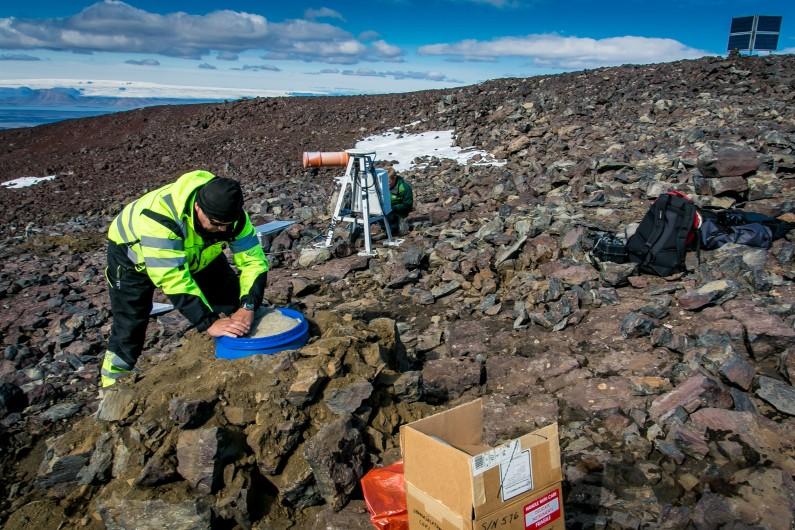 Des scientifiques sur le volcan Bardarbunga en Islande, le 23 août 2014.