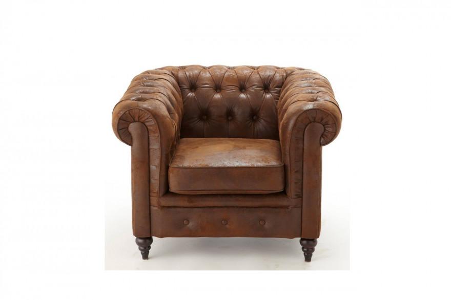 Renforcez l'aspect vintage de votre déco avec ce fauteuil vieilli. Fauteuil style Chesterfield, 3 Suisses, 201,49 €