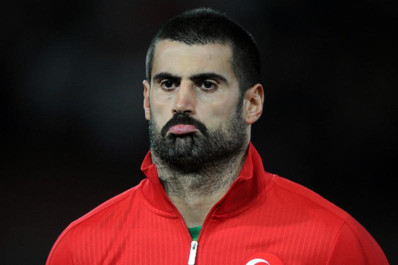 Le gardien de l'équipe de Turquie, Volkan Demirel, a été insulté par les supporteurs turcs et a refusé de jouer contre le Kazakhstan.