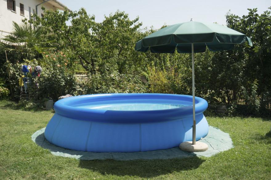 La piscine hors-sol est montable et démontable à l'envi