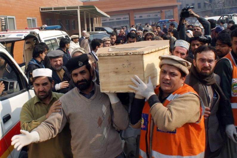 Bain de sang dans une école militaire du Pakistan attaquée par les talibans, le 16 décembre 2014