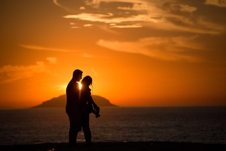 Un couple à Copacabana, au Brésil (illustration)