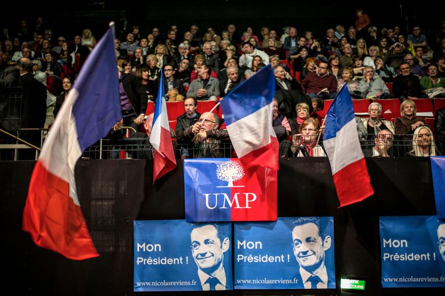 Les militants UMP attendent Nicolas Sarkozy à Saint-Etienne en novembre 2014