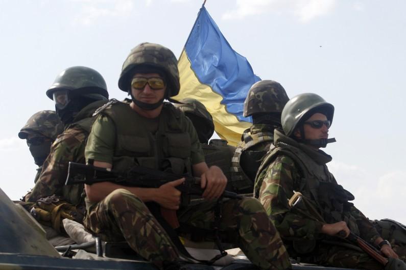 Des soldats de l'armée ukrainienne près de Donestk.