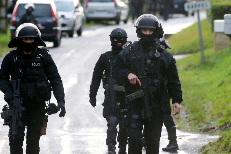 Depuis jeudi 8 janvier, les recherches des forces d'élite se concentrent dans une vaste zone rurale et boisée à quelque 80 km au nord-est de Paris, à cheval entre l'Aisne et l'Oise